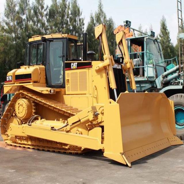 Pelle sur chenilles Bulldozer CAT D7R