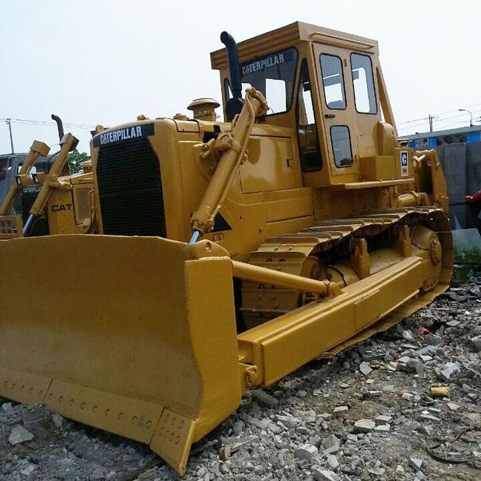 Pelle sur chenilles Bulldozer CAT D8K