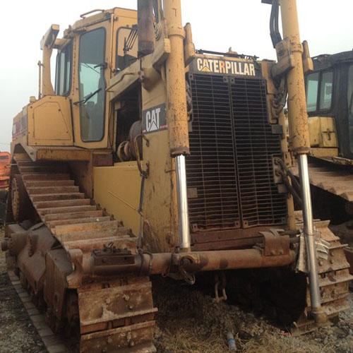 Pelle sur chenilles Bulldozer CAT D8N
